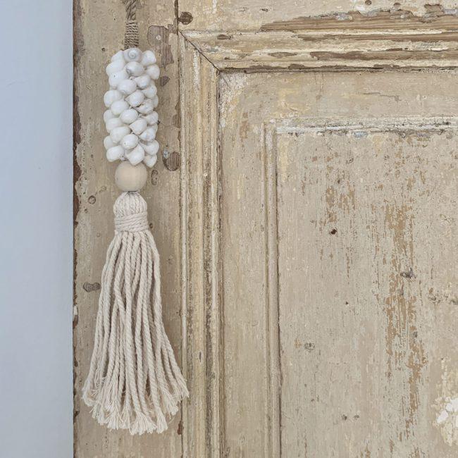Decoratie ketting schelp wit touw