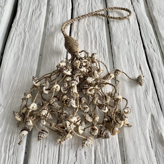 Schelpenbundel bruine schelpjes